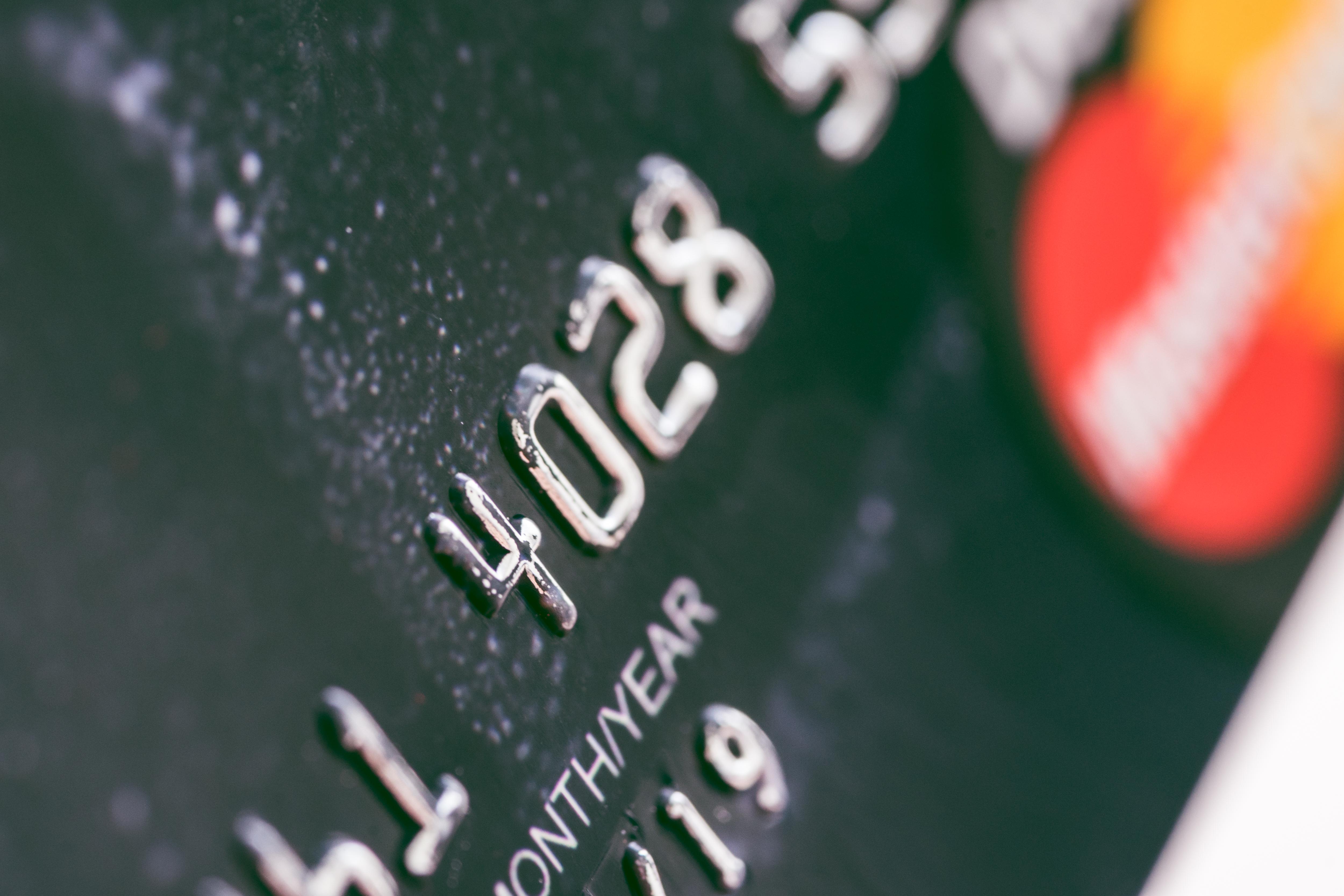 debit-card-bank-numbers-close-up-picjumbo-com Servizi